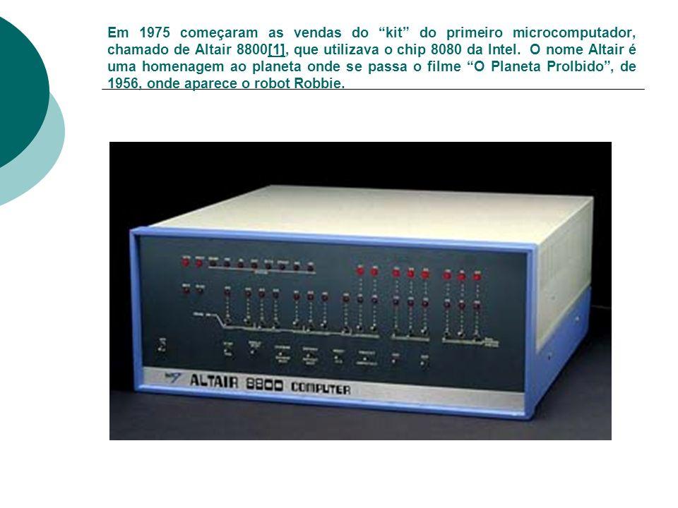 Em 1975 começaram as vendas do kit do primeiro microcomputador, chamado de Altair 8800[1], que utilizava o chip 8080 da Intel.